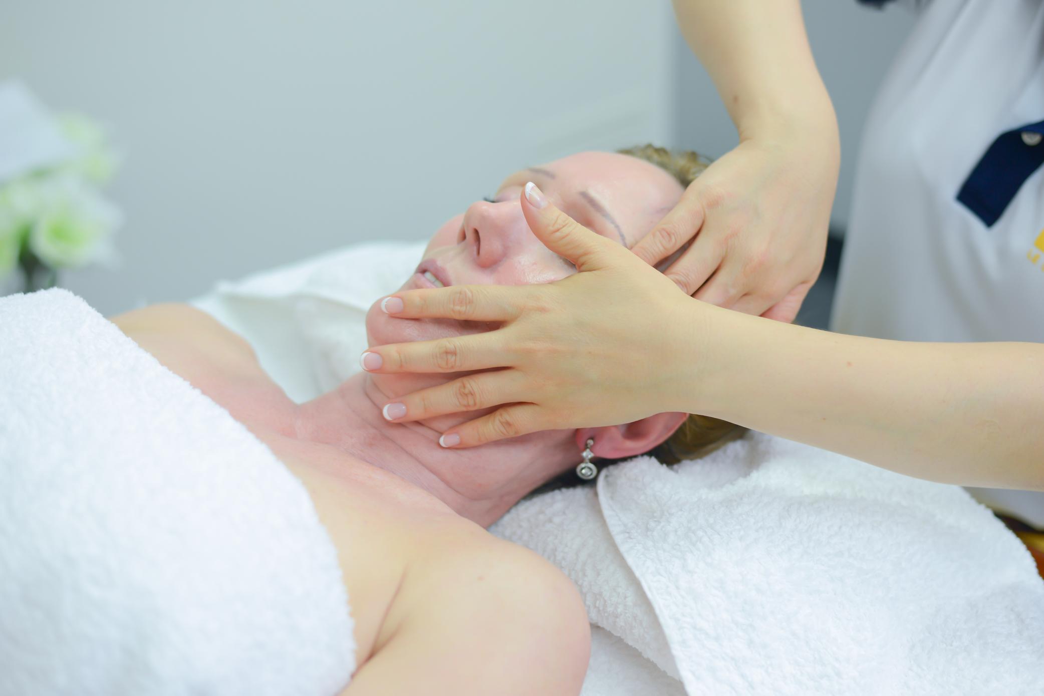 Facial Treatment At Le Spa Massage Academy
