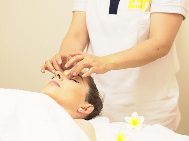 Facical Natural Massage and Beauty Treatment At Le Spa Massage Academy