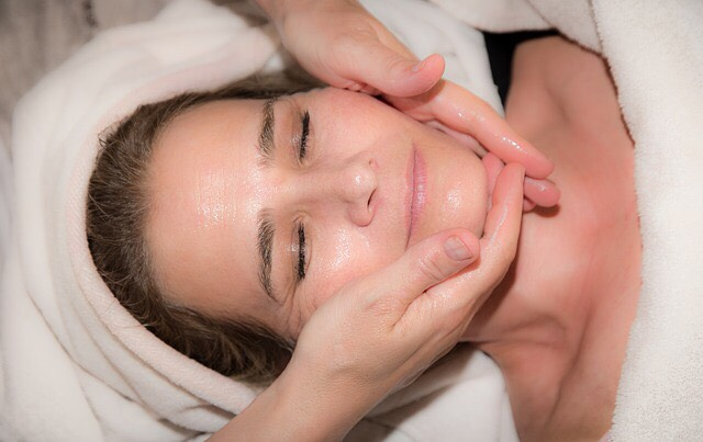 Facial Massage Treatment At Le Spa Massage Academy